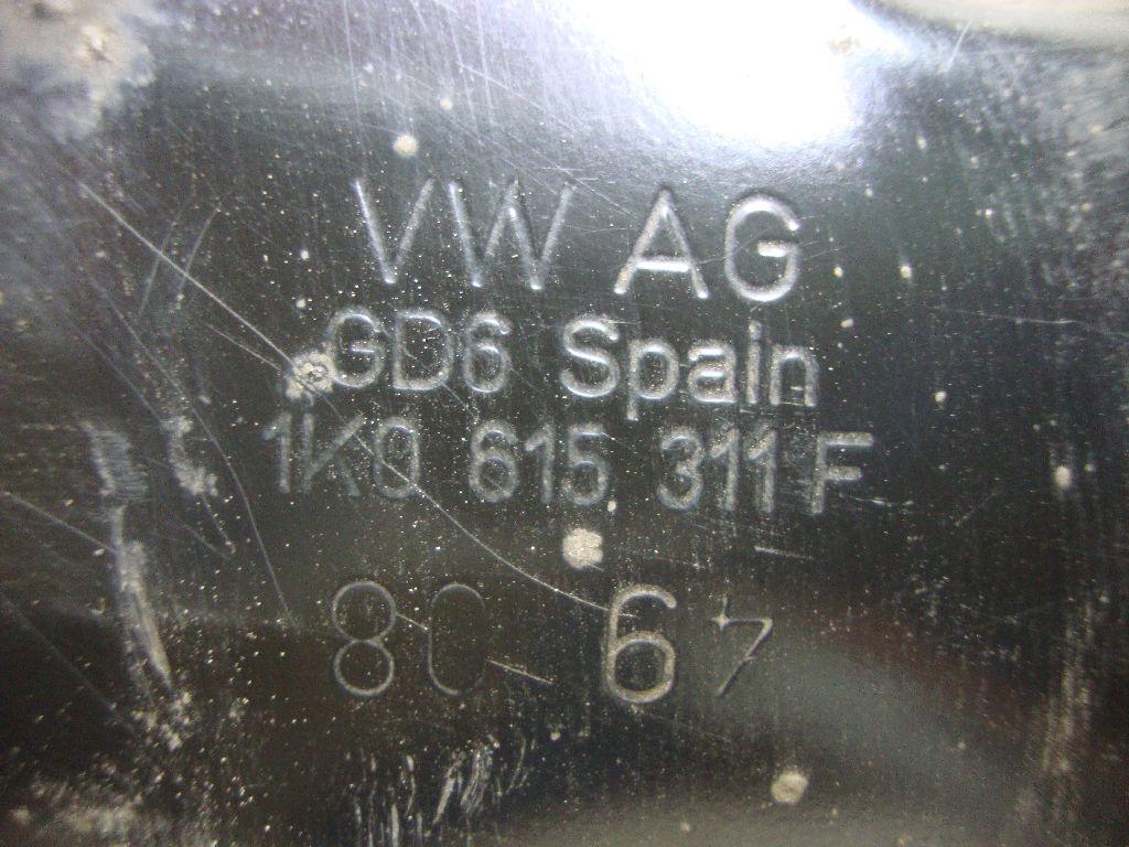 Кулак поворотный передний левый 1K0407255AA