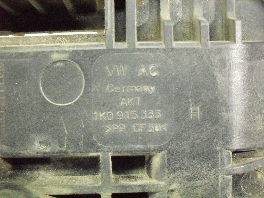 Крепление АКБ (корпус/подставка) 1K0915333