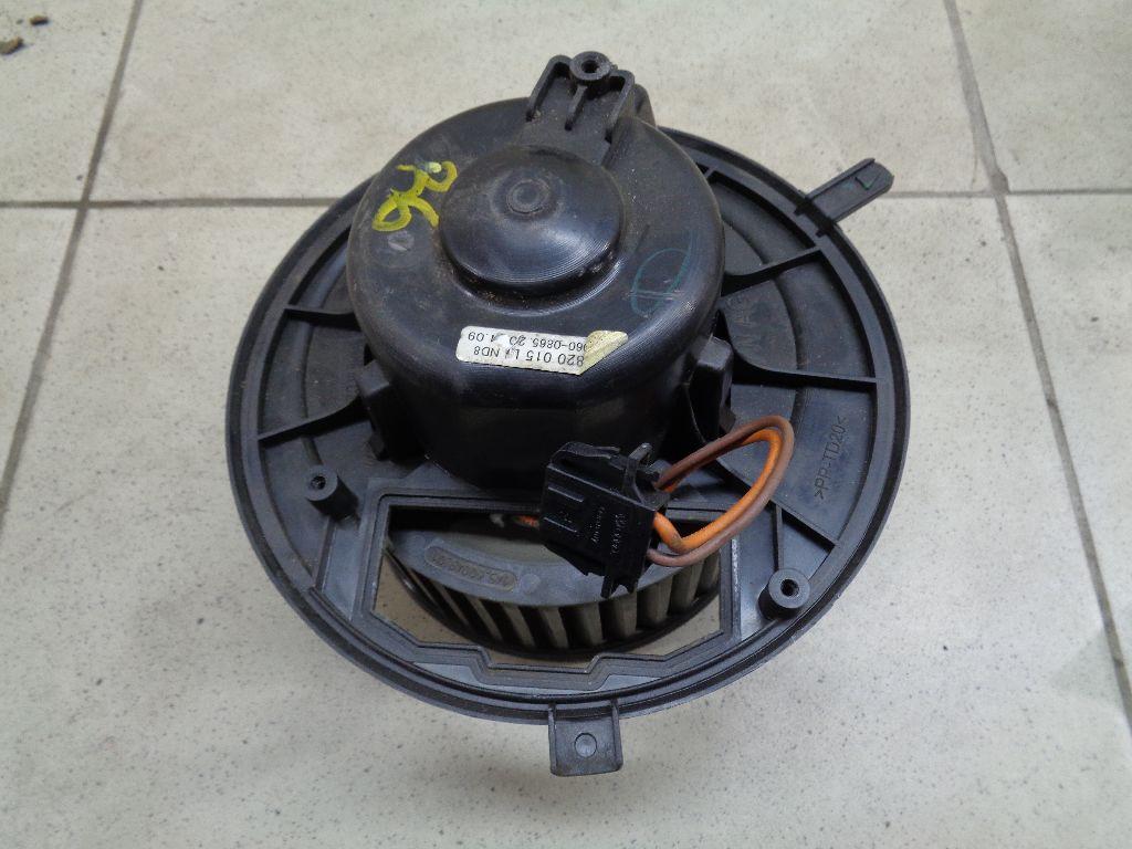 Моторчик отопителя 3C1820015L