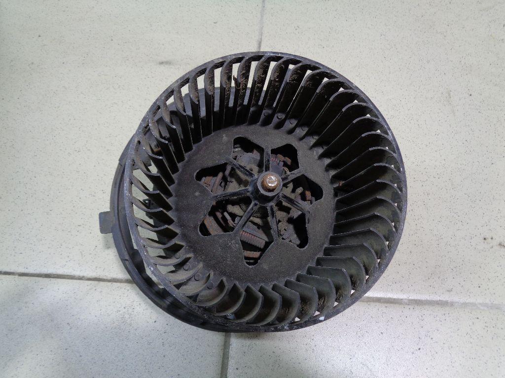 Моторчик отопителя 3C1820015G