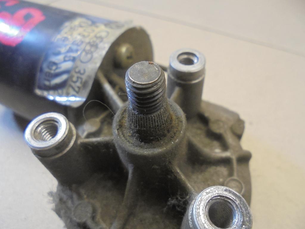 Моторчик стеклоочистителя передний 357955113