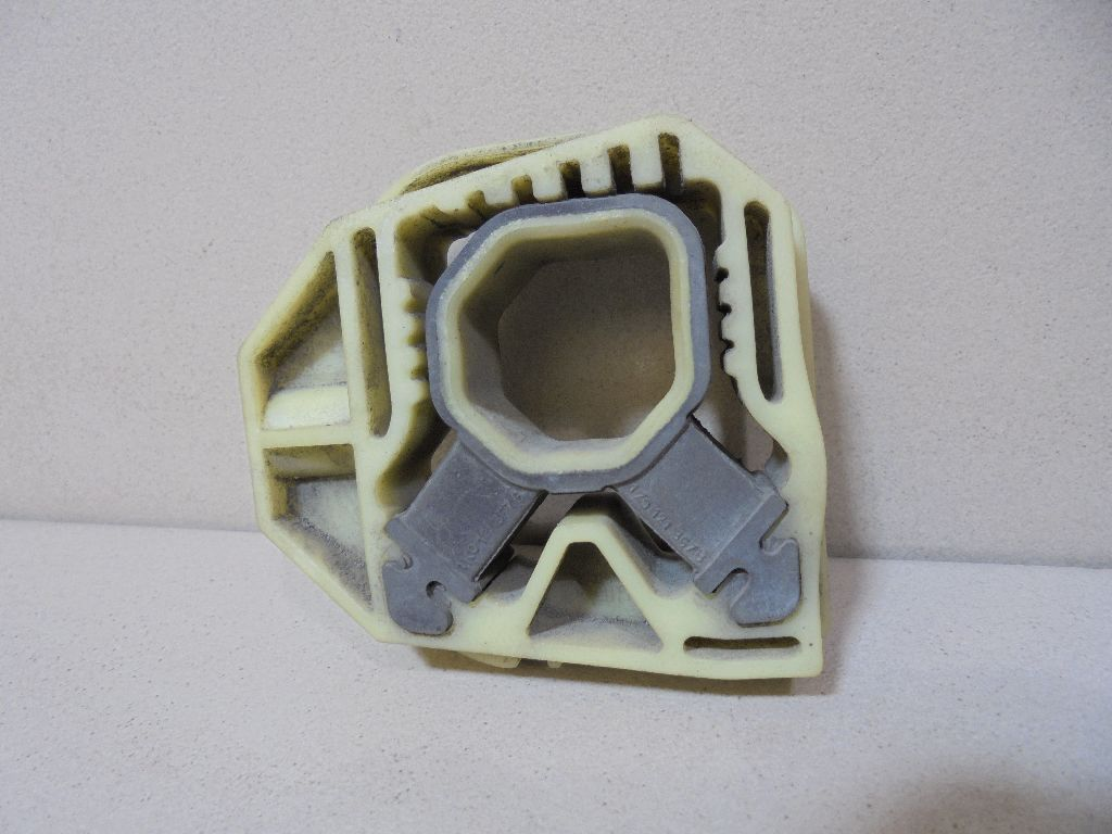 Кронштейн радиатора 1K0121367G