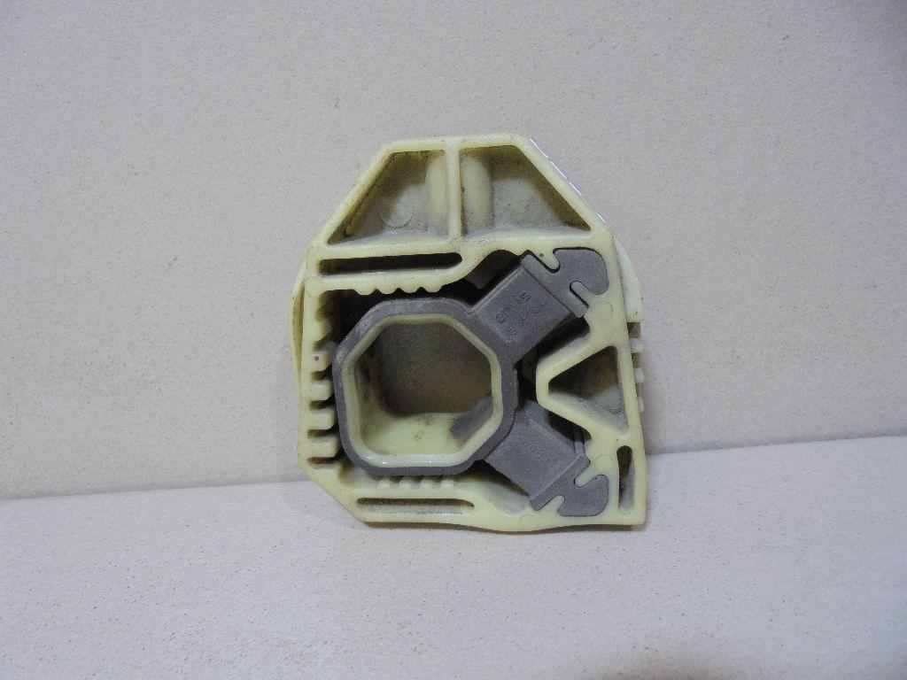 Кронштейн радиатора 1K0121367P