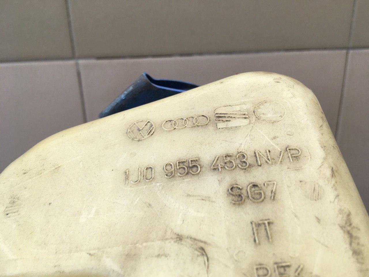 Бачок омывателя лобового стекла 1J0955453N