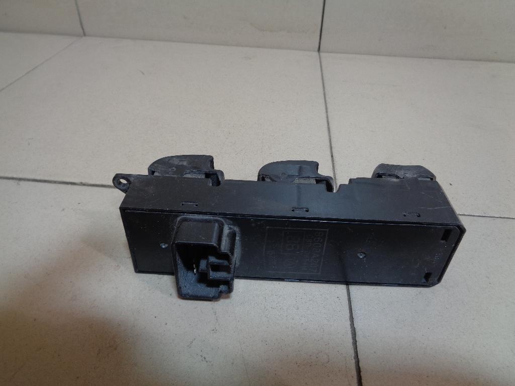 Блок управления стеклоподъемниками 8608A207