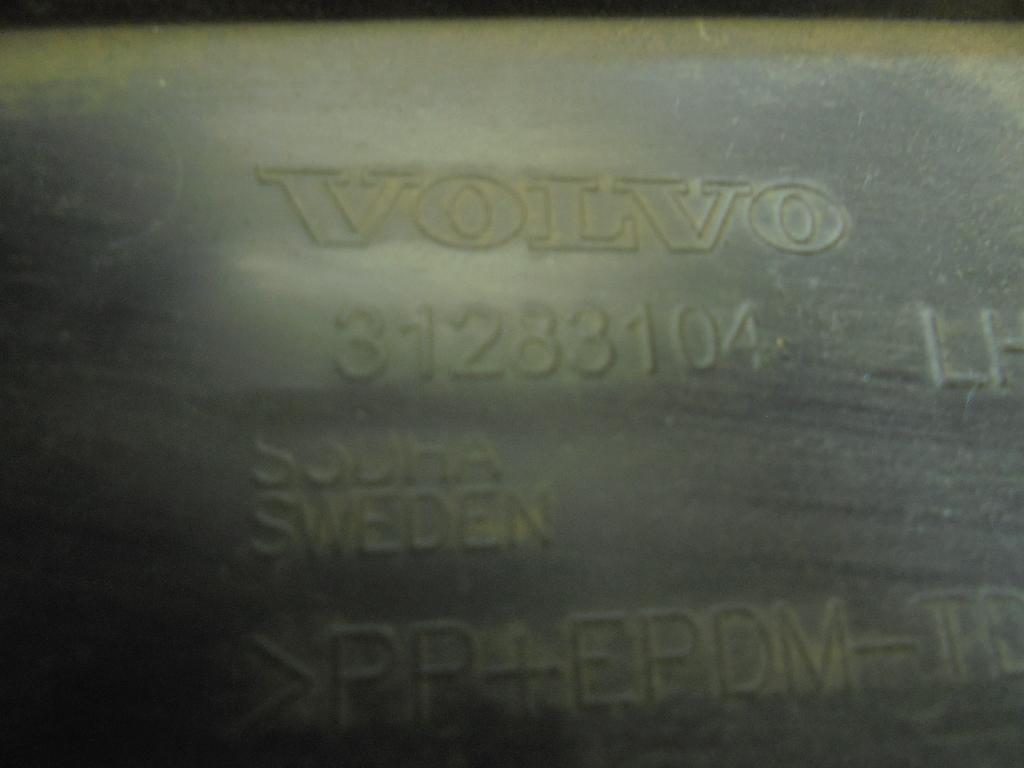 Накладка переднего крыла левого 31283104