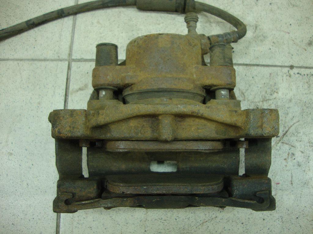 Суппорт тормозной передний правый LR015386