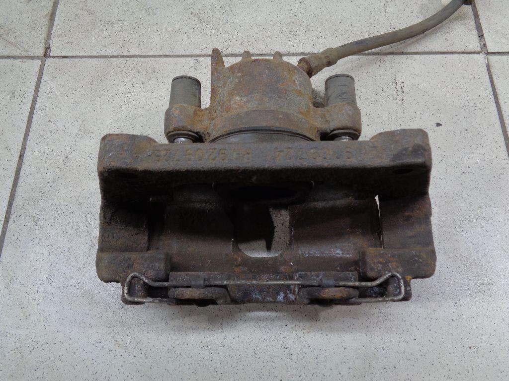 Суппорт тормозной передний правый 8251317
