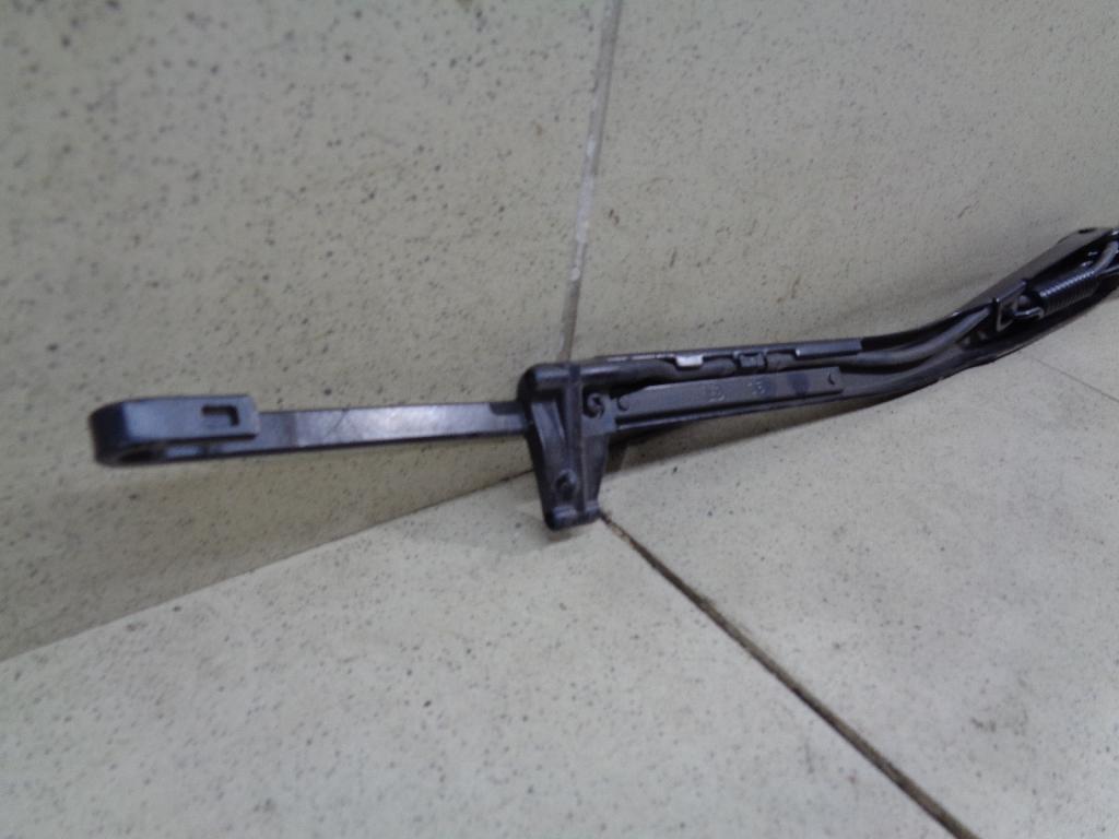 Поводок стеклоочистителя передний левый