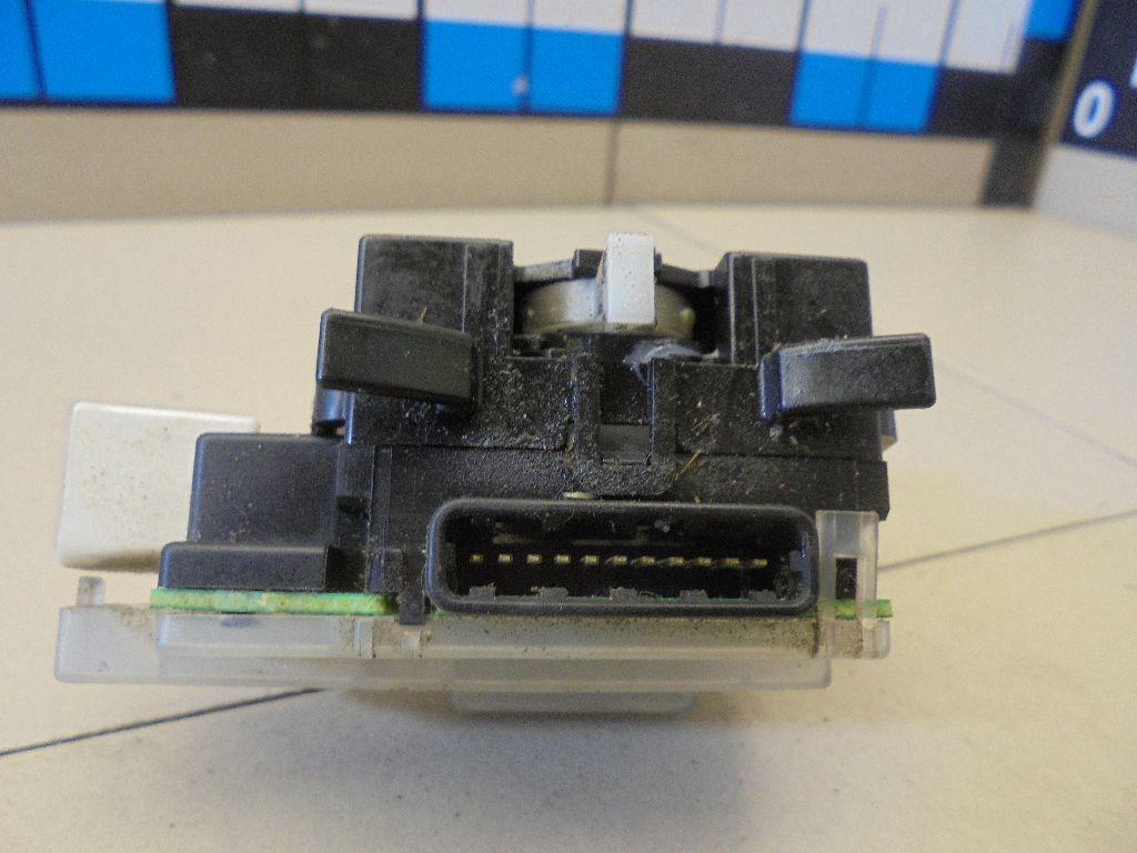 Переключатель поворотов подрулевой MR570117