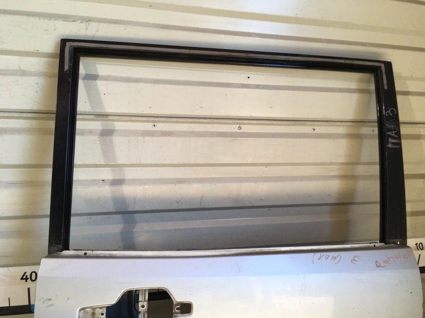 Дверь задняя правая MR496880