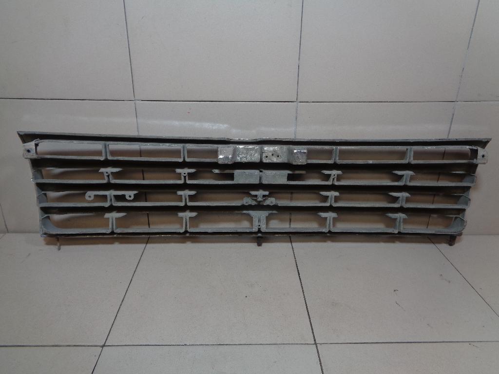Решетка радиатора MB831059