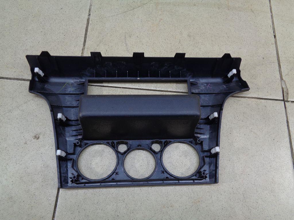 Накладка (кузов внутри) MR979987HA