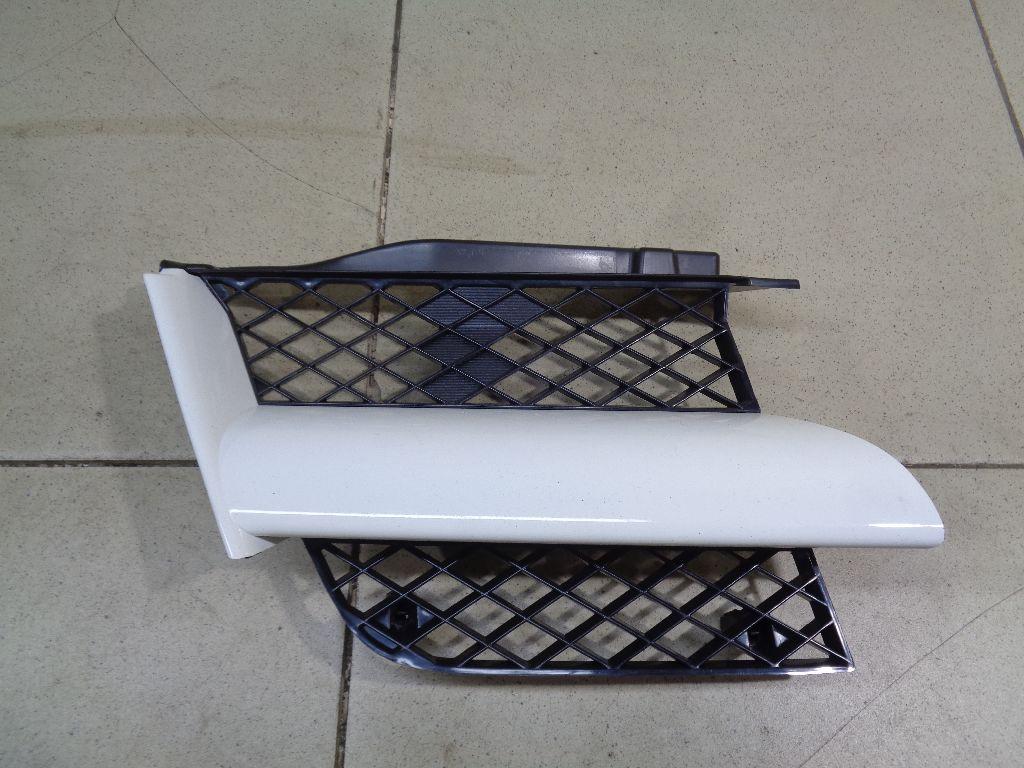 Решетка радиатора правая MN133230