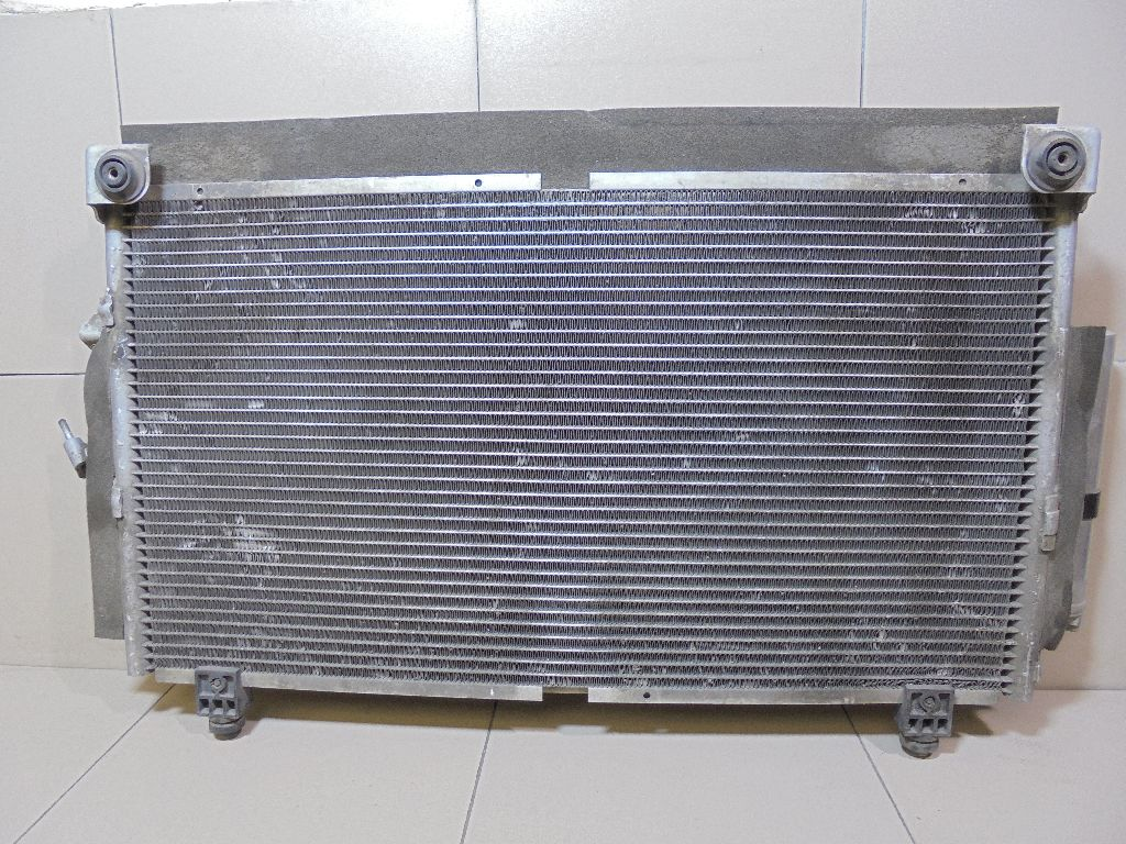 Радиатор кондиционера (конденсер) MN124248
