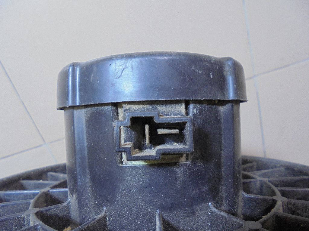 Моторчик отопителя MR996982