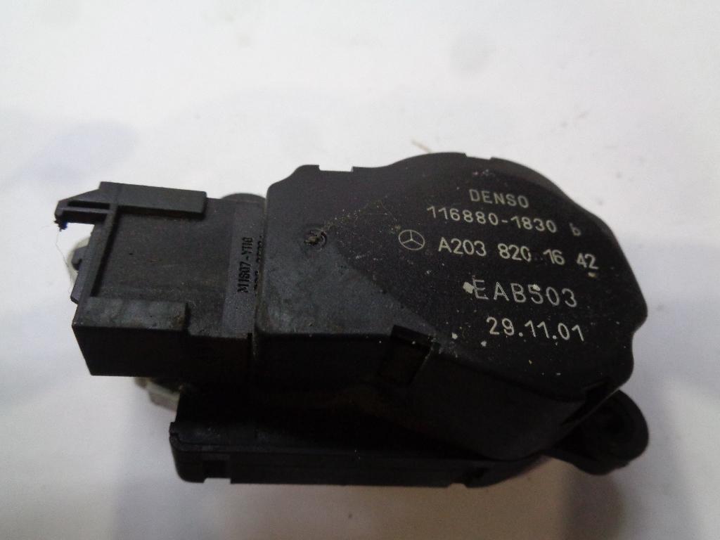 Моторчик заслонки отопителя 2038201642