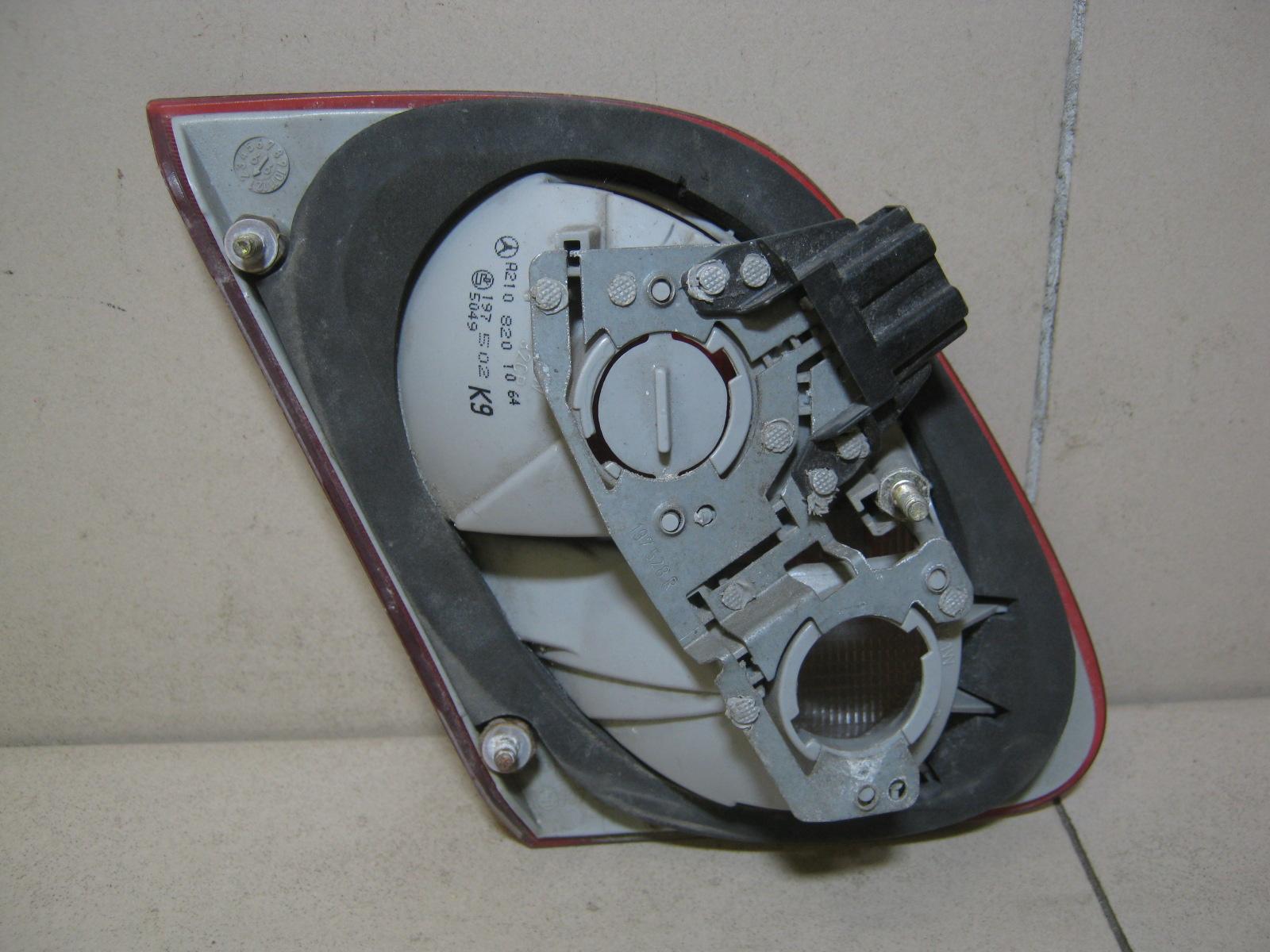 Фонарь задний внутренний правый 2108201064