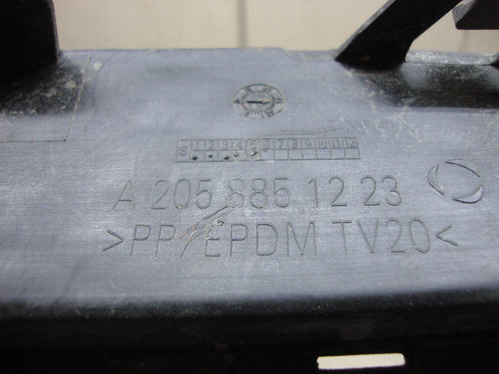 Решетка в бампер правая 2058851223