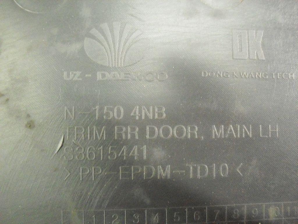 Обшивка двери задней левой