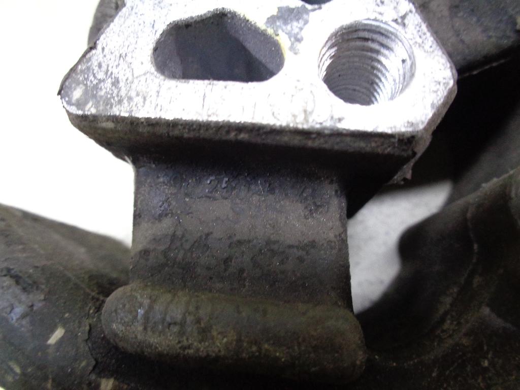 Опора двигателя левая 90250437
