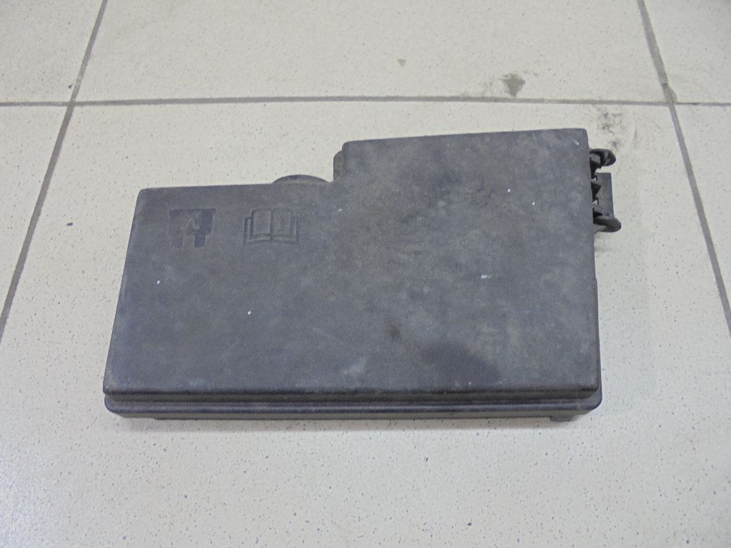 Крышка блока предохранителей AV6T14A076AB