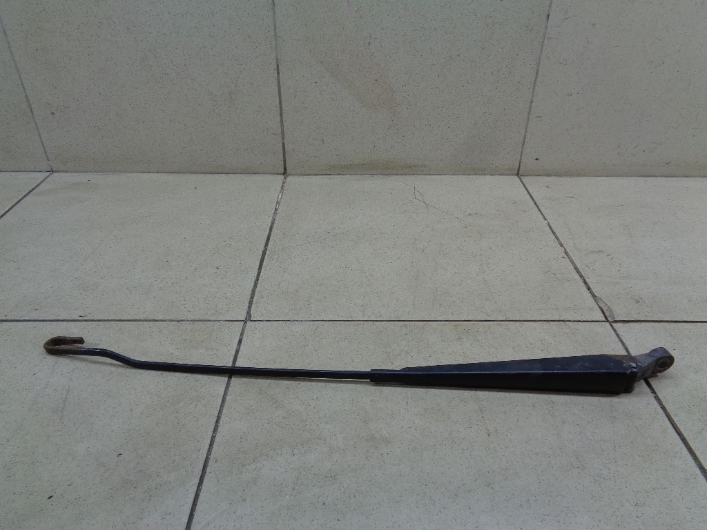 Поводок стеклоочистителя передний правый YC1517526BA
