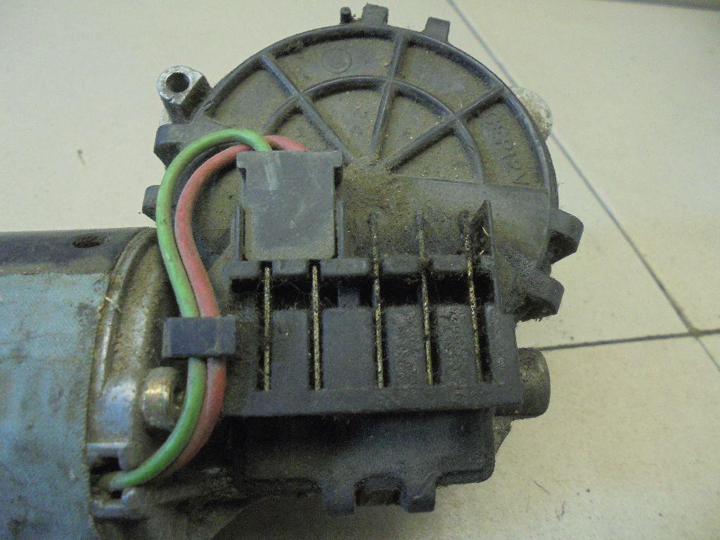 Моторчик стеклоочистителя передний 0390241306