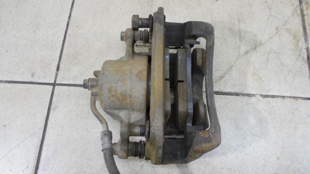 Суппорт тормозной передний левый 581801RA00