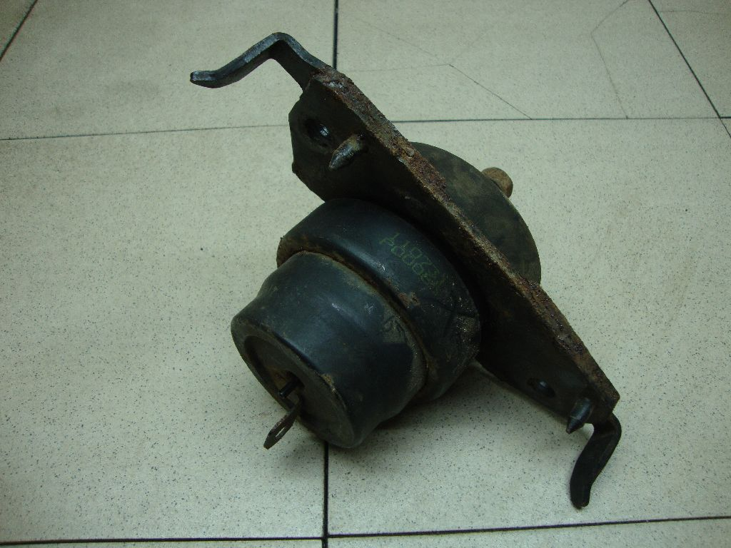 Опора двигателя левая 1236251010