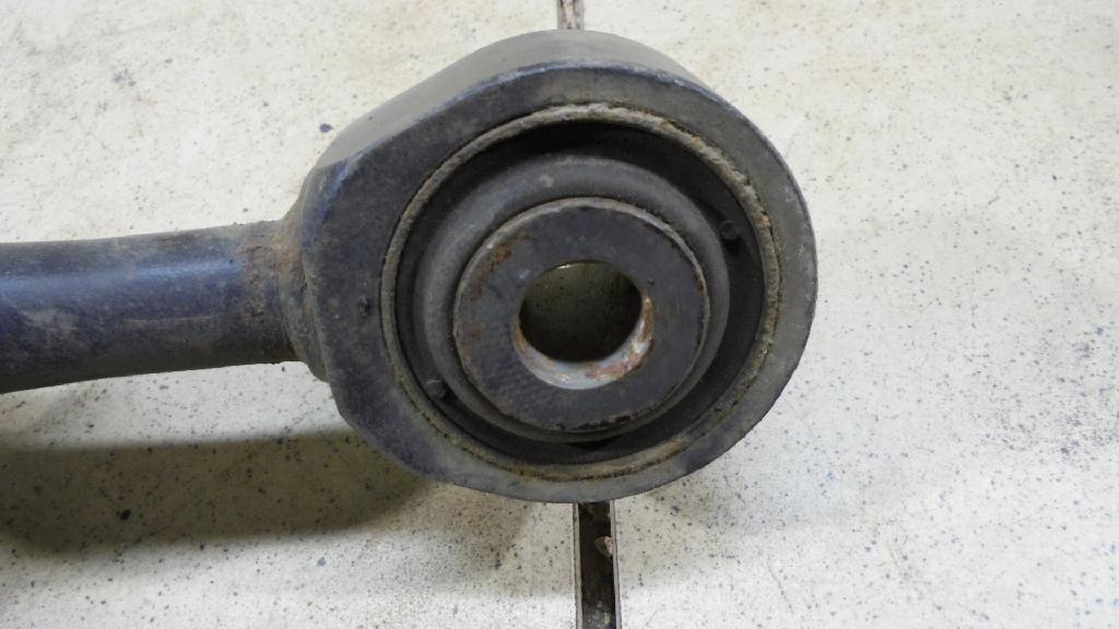 Амортизатор передний 4851060150