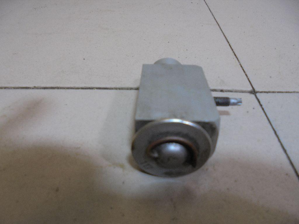 Клапан кондиционера LR009786