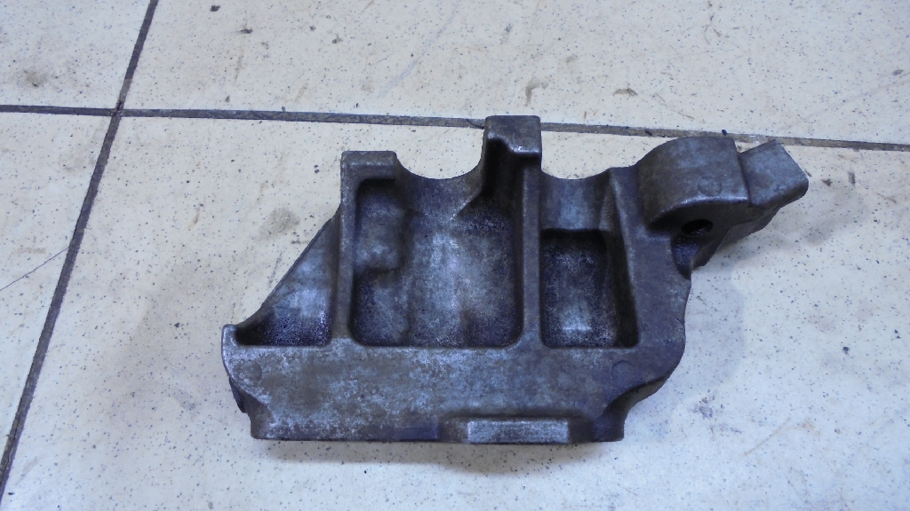 Кронштейн двигателя правый 1231628061