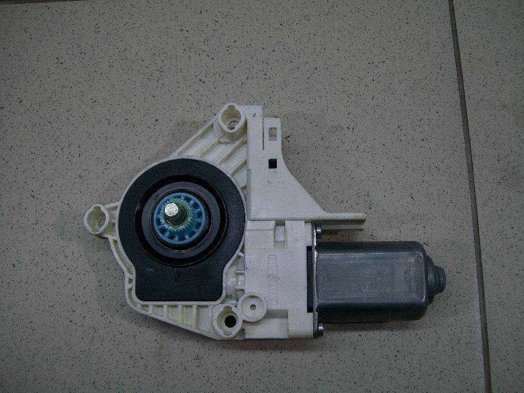 Моторчик стеклоподъемника 8K0959802B