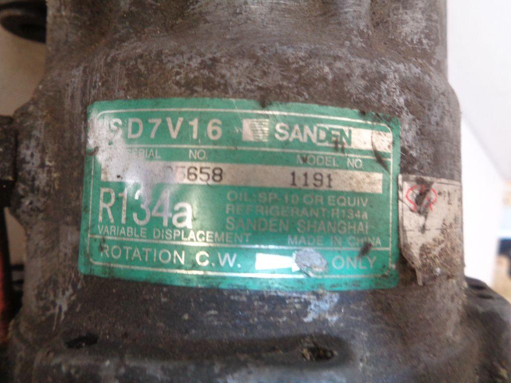 Компрессор системы кондиционирования A118104010BB фото 2