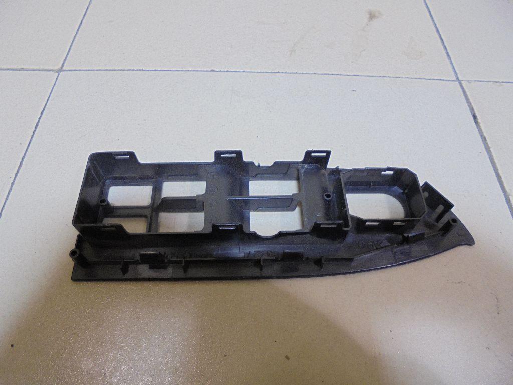 Накладка блока управления стеклоподъемниками 8372765J005PK