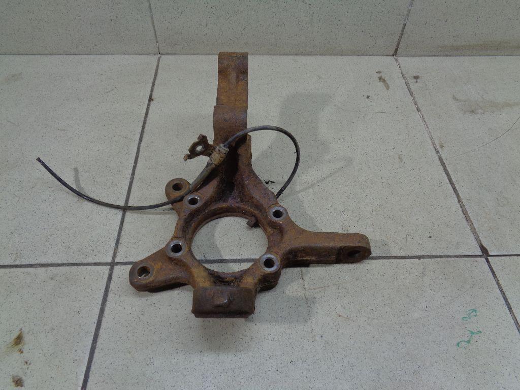 Кулак поворотный передний левый 4515165J00
