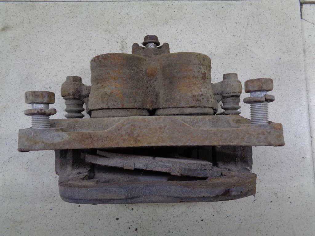 Суппорт тормозной передний правый 26292SC020