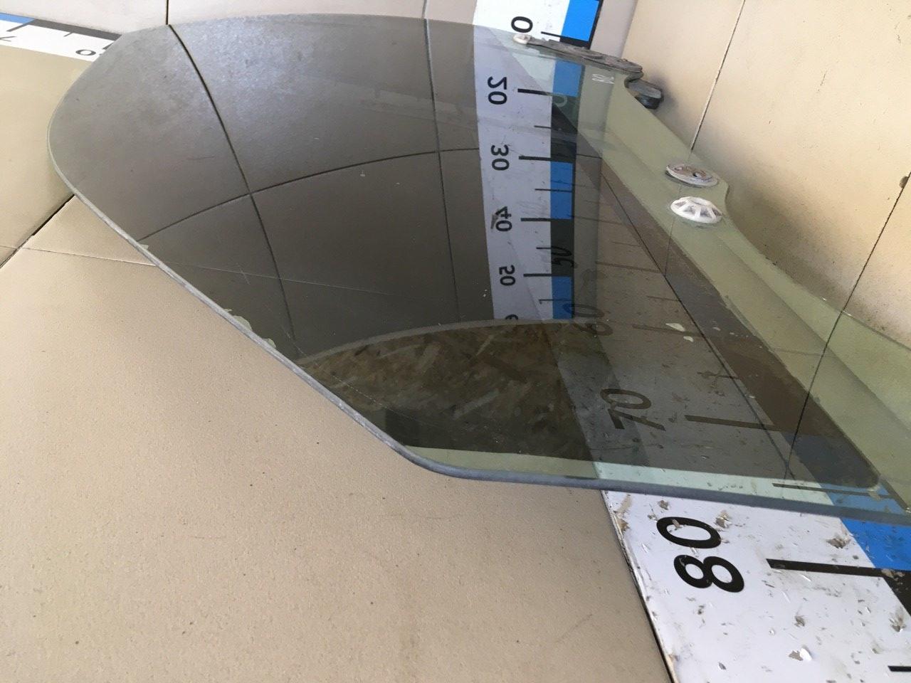 Стекло двери передней левой 61011AE011
