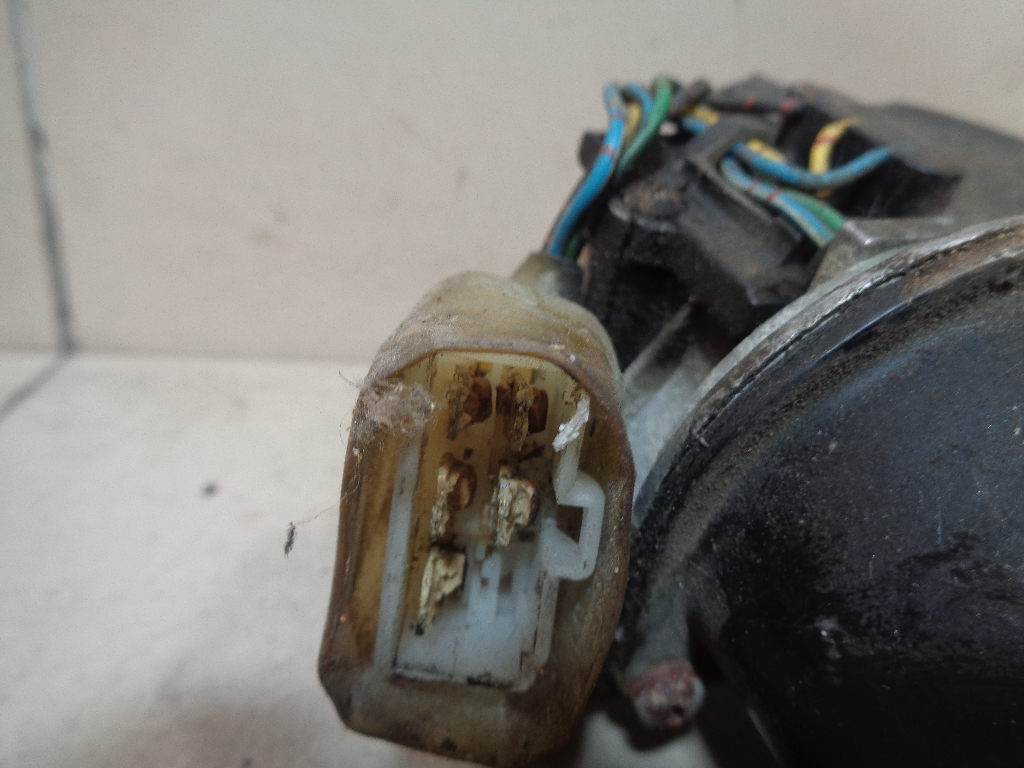 Моторчик стеклоочистителя передний 86511FC020