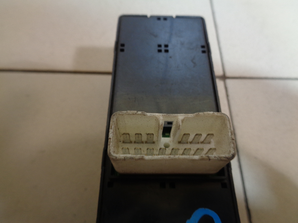Блок управления стеклоподъемниками 935702F200GW