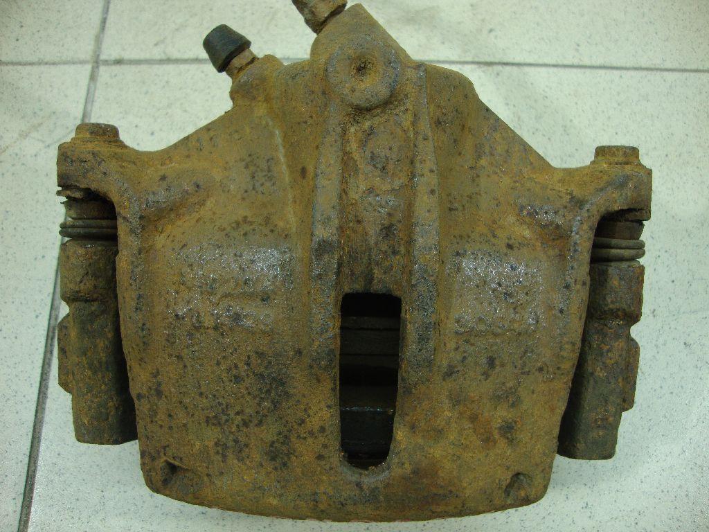 Суппорт тормозной передний правый 1S712B294AA