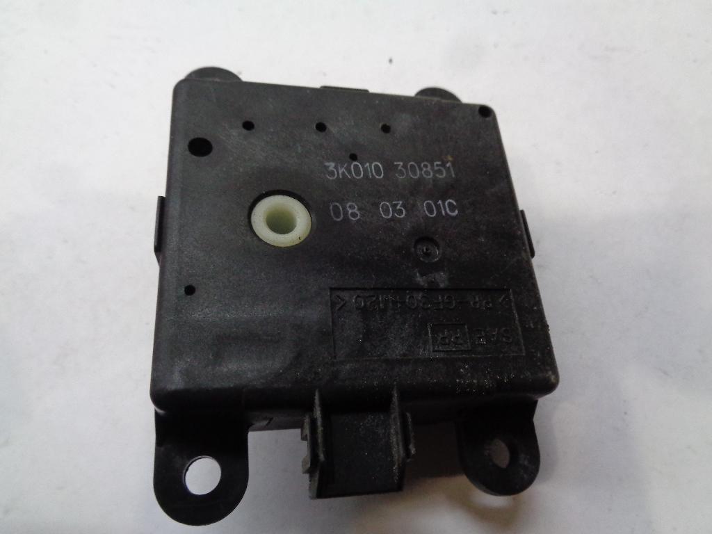 Моторчик заслонки отопителя 3K01030851