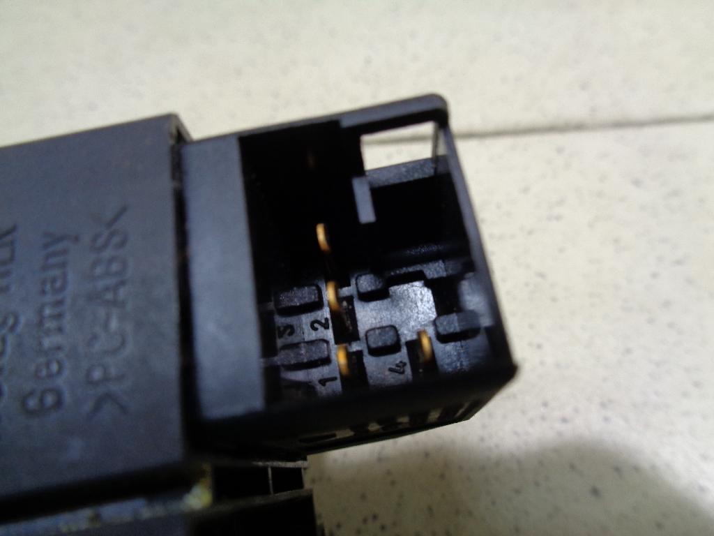 Кнопка открывания багажника 95561315900