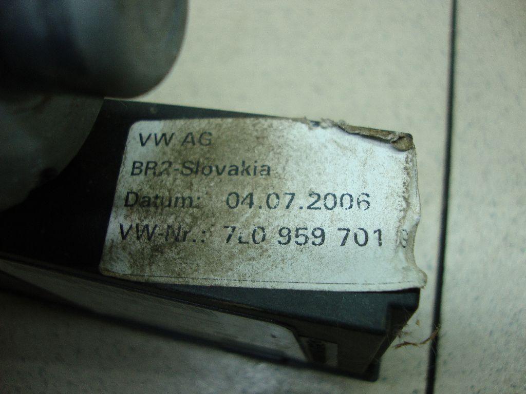 Моторчик стеклоподъемника 7L0959701G