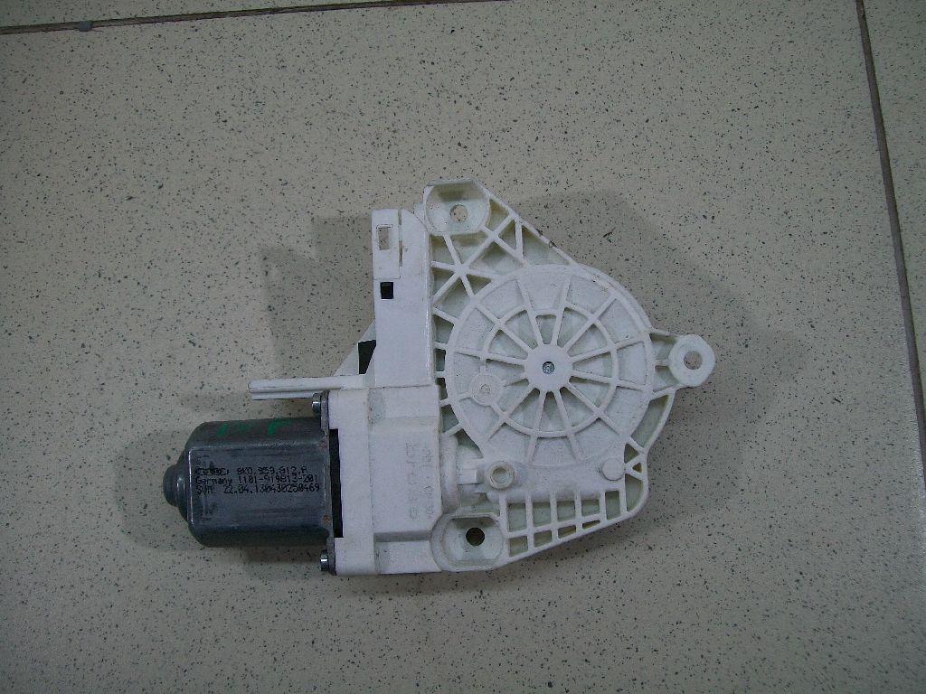 Моторчик стеклоподъемника 8K0959812A