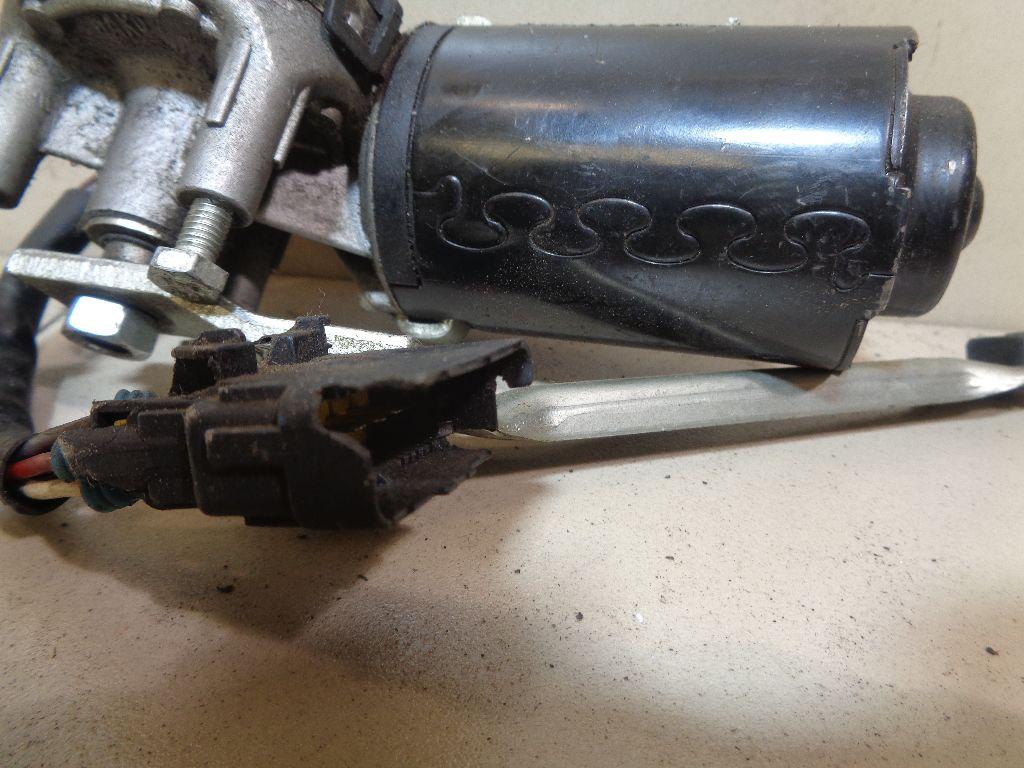Моторчик стеклоочистителя передний 64343295