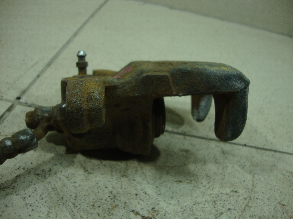 Суппорт тормозной задний правый 44001JN01B