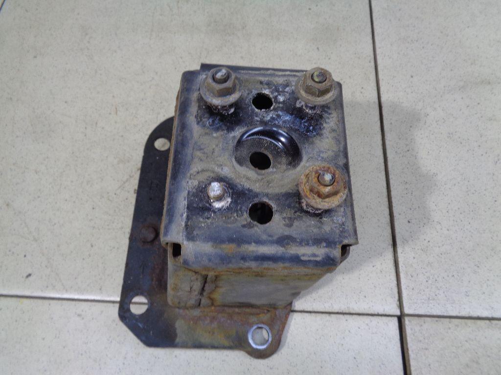 Кронштейн усилителя переднего бампера правый 62210JN00A
