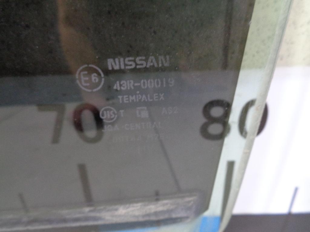 Стекло двери задней левой 82301JN90B